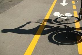 http://www.inpenor.com/2013/09/18/bicicletas-y-seguridad-vial-normas-de-circulacion-para-ciclistas/