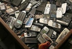 Los consumidores cambiamos de teléfono móvil u otros dispositivos electrónicos con asombrosa rapidez.