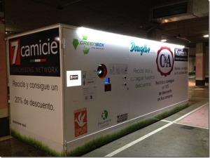 Maquina expendedora inversa instalada en el Centro Comercial Isla Azul de Madrid