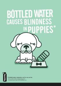 """Cartel de una campaña contra el agua embotellada con el lema """"Si las compañías de agua embotellada pueden mentir, nosotros también"""""""