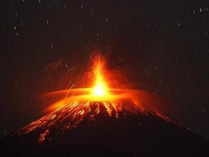 volcán Sinabung en erupción